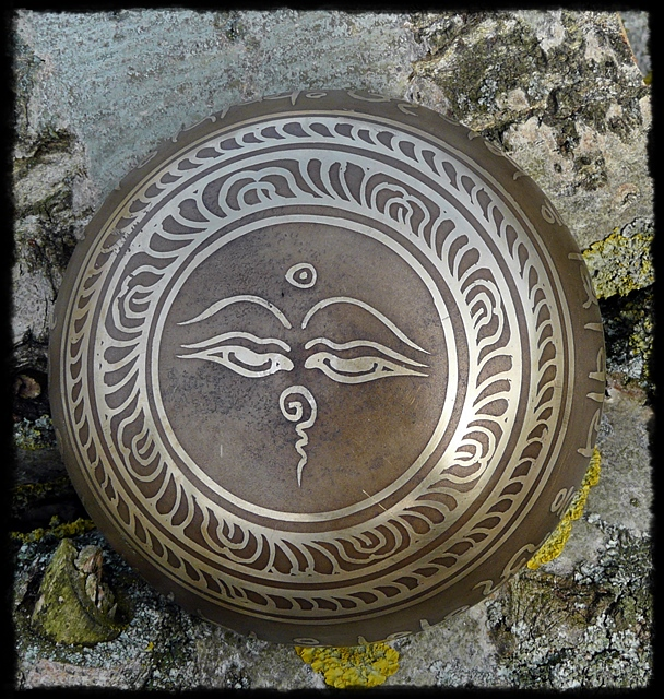 Klangschale OM Namah Shivaya, äußerer Boden